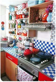 HAPPY LOVES ROSIE: Happy's Colourful Kitchen