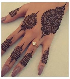 Circle Mehndi Designs, Pretty Henna Designs, Modern Henna Designs, Henna Designs Feet, Latest Henna Designs, Finger Henna Designs, Back Hand Mehndi Designs, Mehndi Designs For Girls, Mehndi Designs For Beginners