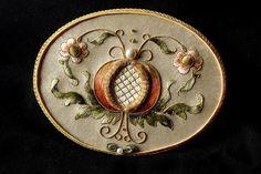 http://4.bp.blogspot.com/-H5cTvo9QGms/UJKvLbiglKI/AAAAAAAABHQ/McMMbR1m34w/s1600/mirror.jpg - beautiful embroidery to inspire. Pomegranate.