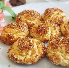Susamlı Kurabiye Tarifi, 10 dakikada hazırlayabileceğiniz ve ağızda dağılan enfes bir kurabiye tarifidir. Bu güzel tarifimiz için tıklayınız.