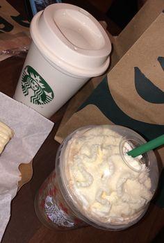 Starbucks Drinks, Starbucks Coffee, Sleepover Food, Food Snapchat, Drink Photo, Ice Cream, Sweet Desserts, Food Photo, Love Food