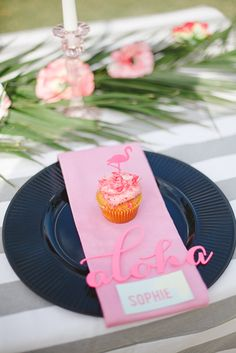 Tropical Bridal Shower Flamingo Place Setting | SouthBound Bride www.southboundbride.com/tropical-heat-bridal-shower-by-oh-happy-day-kelly-daniels-the-shank-tank Credit: Kelly Daniels/The Shank Tank/Oh Happy Day/Smith's Bakeshop