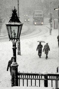 Dia de neve na Praça Trafalgar, Londres, Inglaterra, Reino Unido.  Fotografia: via sandra.