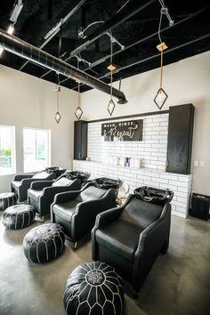 14 Beautiful Hair Salon Designs & Decor Ideas (Images)