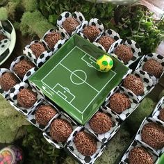 Futebol. Soccer Birthday Parties, Football Birthday, Sports Birthday, Soccer Party, Sports Party, Barcelona Party, Soccer Banquet, Kicker, Party Time