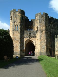 :: Alnwick Castle - Gatehouse, near to Alnwick, Northumberland, Great Britain by Ian Knox Places To Travel, Places To Visit, Alnwick Castle, Castles In Ireland, Gate House, England And Scotland, Beautiful Castles, Medieval Castle, Filming Locations