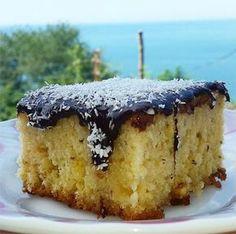 Şahane bir tatlı tarifi Gürcü Tatlısı, yumuşacık keki üzerinde ki çikolatalı sosu ile tarif defterinizde ki yerini almayı bekliyor.