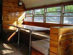 """Lonebus Interior (eine Schulbus-In-Camper-Umrüstung oder """"Schoolie"""") School Bus Tiny House, School Bus Camper, Rv Bus, School Bus Conversion, Camper Conversion, Bus Remodel, Converted School Bus, Bus Interior, Motorhome Interior"""