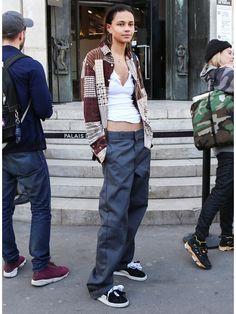 オフランウェイでのモデルの私服をチェックしてみると、おしゃれ上級者な彼女たちのスタイルはみんなストリートムード! モデルたちの最旬スタイリングをチェック。