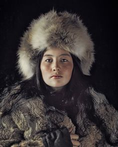 jimmy nelson - mongolian woman (before they pass away photo series)