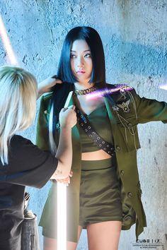 #CLC [CLC] 싱글 [HELICOPTER] 재킷 촬영 현장 비하인드 [CLC] Behind the scenes SINGLE [HELICOPTER] Jacket Shooting 200827 © 𝐓𝐨 𝐭𝐡𝐞 𝐫𝐢𝐠𝐡𝐭𝐟𝐮𝐥 𝐨𝐰𝐧𝐞𝐫 Official NAVER update #SEUNGHEE #YUJIN #SEUNGYEON #SORN #YEEUN #ELKIE #EUNBIN #CLC #HELICOPTER #COMEBACK #KPOP Kpop Girl Groups, Korean Girl Groups, Kpop Girls, Extended Play, Maya, Pop Group, South Korean Girls, Cool Girl, Dancer