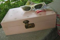 Pink Mele Jewelry Box with Key by vintagefrombutterfly on Etsy