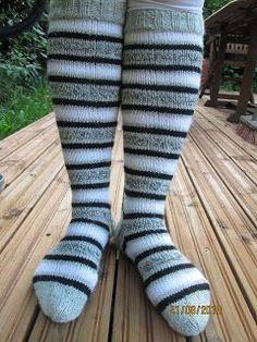 My little hands: Striped knee socks - Super knitting Thigh High Boots Heels, Thigh High Socks, Knee Socks, Thigh Highs, Wool Socks, Knitting Socks, Latex Fashion, Emo Fashion, Emo Dresses