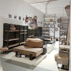 De nieuwe collectie van @buyalexbags hangt inmiddels in @loods5 Zaandam en ook onze nieuwe salontafels NOER en CLASS zijn hier live te zien. Fijne nieuwe (werk)week iedereen!