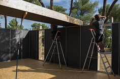 """Die futzeligsten Ikea-Aufbauten sind eine Leichtigkeit für dich, und du bist sowieso auf der Suche nach einer neuen Bleibe? Wie wäre es dann mit so einem kleinen Häuschen wie diesem hier? Es handelt sich dabei um ein Passivhaus, das vom französischen Architektur- und Designbüro Multipod Studio entwickelt wurde. Das Baukonzept mit dem prägnanten Namen """"PopUp House"""" ist so simpel, dass es auch von ambitionierten Heimwerkern mit gut funktionierenden Schraubenziehern aufgebaut werden kann – und…"""