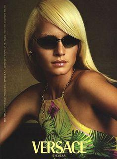 Amber Valletta for Versace, photo Steven Meisel, 2000 Donatella Versace, Gianni Versace, Timeless Fashion, Vintage Fashion, Versace Eyewear, Amber Valletta, Mode Editorials, Image Mode, 90s Models