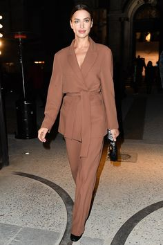 Irina Shayk Opens Up About Ex Bradley Cooper and Life as a Single Mom in Rare Candid Interview Sarah Rafferty, Karen Elson, Kaia Gerber, Giovanna Battaglia, Irina Shayk Estilo, Celebrity Outfits, Celebrity Style, Minimal Makeup Look, Christian Louboutin
