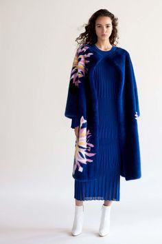 Carolina Herrera Pre-Fall 2018 Lookbook, Runway, Womenswear Collections at TheImpression.com - Fashion news, street style, models, accessories