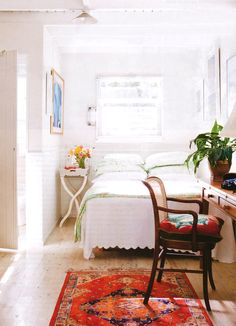 Modern country bedroom--i love the cushion/contrast Desks For Small Spaces, Small Space Living, Living Spaces, Home Bedroom, Bedroom Decor, Bedroom Small, Light Bedroom, Tiny Bedrooms, Bedroom Workspace