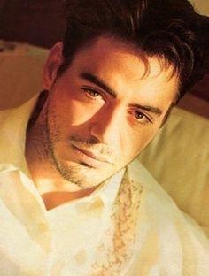 Young Robert Downey Jr.. He is beautiful.