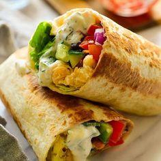 I love 15-minute meals and these vegan Mediterranean wraps with tzaztiki sauce and ready in a jiffy! Link to recipe in profile! . Burritos veganos de garbanzos, verduras y salsa tzaztiki. Listos en tan sólo 15 minutos y repletos de sabor! Receta en el blog cilantroandcitronella.com/es . #vegetarian #vegetariano #vegan #vegano #comida #comidavegana #vegancommunity #recetas #govegan #cocina #comidasana #veganuary #whatveganseat #veganrecipes #veganliving #veganismo #ñamñam #veganism…