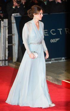 Kate Middleton en robe Jenny Packham lors de la première du film Spectre à Londres http://www.vogue.fr/mode/mannequins/diaporama/les-looks-de-la-semaine/23365#kate-middleton-en-robe-jenny-packham-lors-de-la-premire-du-film-spectre-londres