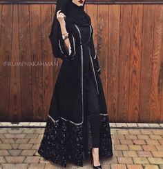 Habibah Velvet Open Abaya The clothing culture is very old. Hijab Outfit, Hijab Dress, Muslim Dress, Muslim Women Fashion, Islamic Fashion, Turkish Fashion, Abaya Designs, Abaya Fashion, Modest Fashion