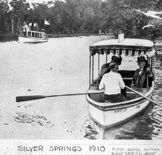 First glass bottom boat at the springs - Silver Springs, Florida, 1910 Vacation Places, Vacation Destinations, Hav A Tampa, Great Photos, Old Photos, Ocala National Forest, Florida Pictures, Ocala Florida, Glass Bottom Boat