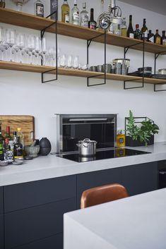 Trendy home remodeling kitchen stove Ideas Kitchen Stove, Kitchen Shelves, Kitchen Dining, Navy Kitchen, Kitchen Walls, Kitchen Cabinets, Detail Architecture, Interior Architecture, Deco Design