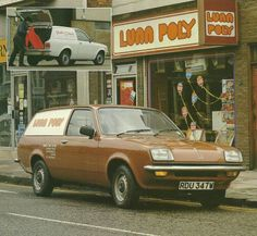 Lunn Poly. The holiday shop. Oh yes.