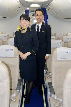 スカイマークの客室乗務員の新しい制服=2016年7月14日午後、東京・羽田空港【時事通信社】 航空会社スカイマーク(東… Asian, Skymark Airlines, Formal, Naver, Plane, Style, Tights, Planes, Skirts