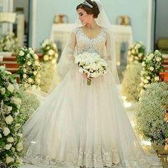 Lindíssima . . Via @eitanoivei . . . #noiva #noivado #noivalinda #noivos #noivas #noivasdobrasil #weddinginspiration #love #amor #noivolindo #voucasar #noivei #dress #noivas2017 #noivinhas #inspiring #weddingideas #bridal #bride #noivadiva #noivafit #noivamagra #fit #fitness #wedding #casamento #hair #hairstyle #penteado #weddinghair http://gelinshop.com/ipost/1522653988965024249/?code=BUhjbxQF4H5