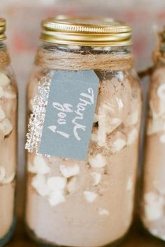 DIY hot chocolate wedding favors. Could also make up with tea bags and honey packs or apple cider fixin's. Photo: Alea Lovely