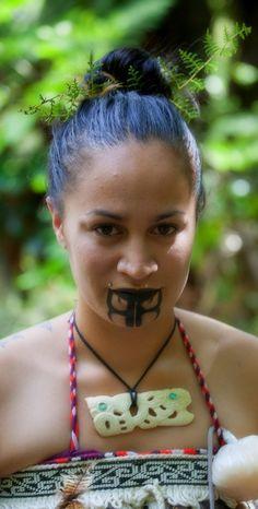Ta moko - significance of Maori tattoos - Aotearoa nEW zEALAND Polynesian People, Polynesian Culture, Maori Tattoo Designs, Maori Tattoos, Polynesian Tattoos, Maori People, Tribal People, Face Tattoos, Cool Tattoos