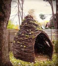 How incredible are these handmade forts? Cheeriup thickets are the brainchild of Kelly English, a mom who was inspired by her own daughter's imaginative play. Each indoor, outdoor and miniature fort is made to order using willow branches and… Outdoor Forts, Outdoor Play, Outdoor Living, Indoor Outdoor, Willow Weaving, Willow Branches, Natural Playground, Indoor Playground, Play Spaces
