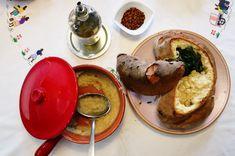 Fave e cicoria è la ricetta preparata da Tomaso Sasso per Mammamiaaa, progetto di Matera Capitale Europea della Cultura 2019.