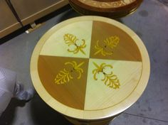 Top classic round side table in natural finishing