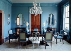 Eine elegante Idee für Verschiedene Speisestühle in Blau
