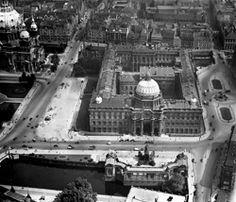 Berliner Stadtschloss, Baubeginn 1443, endgültiges Erscheinungsbild 1699-1706 durch Andreas Schlüter, zerstört 1950/1951, Schrägluftbild, Aufnahme 1920/1940