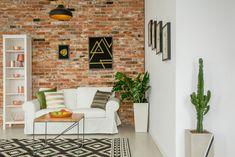 Aranżacja wykonana za pomocą historycznej cegły CLASSIC PREMIUM Living Room Plants, Room With Plants, Red Brick Wallpaper, White Couches, Outdoor Furniture Sets, Outdoor Decor, Interior Inspiration, Retro, Home Decor