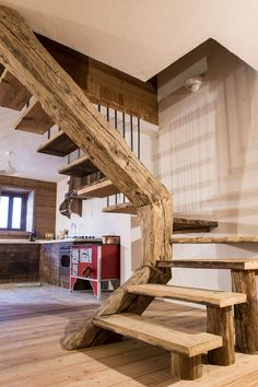 #mountaincollection #baita #chalet #legno antico #wood #arredareinmontagna #oldwood #design #madeinitaly #home #scaleoriginali #scalainlegno #mountainhouse #rovereantico