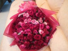 100 RosesLove Roses provides the best quality roses with set of 100 roses which are affordable to you.http://www.loveroses.co/100-love-roses/