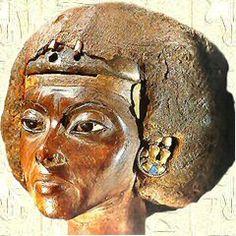 Tiyi I - Sculpture en bois d'if   Ägyptisches Museum - Berlin