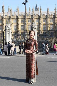 Những ngày ở London, Á hậu Huyền My đã tranh thủ thực hiện một bộ ảnh lấy cảm hứng từ thiếu nữ Hà Thành dịu dàng giữa bầu trời Luân Đôn.
