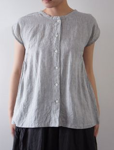I want to sew breezy little linen blouses like that! Funky Outfits, Basic Outfits, Fashion Outfits, Slow Fashion, I Love Fashion, Fashion Looks, Baby Girl Tops, Linen Blouse, Fashion Sewing
