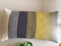 Knitted Cushions, Old Quilts, Throw Pillows, Knitting, Crochet, Fabric, Color, Annie, Design