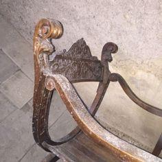 Paire de fauteuils Dagobert est en vente sur notre Brocante en ligne par AUPASSETEMPS Plus de photos et contact à cette adresse : http://www.lesbrocanteurs.fr/annonce-antiquaire/paire-de-fauteuils-dagobert/