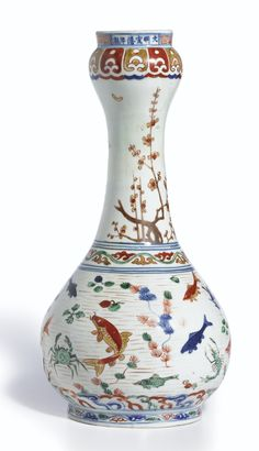 A famille-verte garlic mouth 'Fish and aquatic plant' vase, Ming dynasty, Wanli period