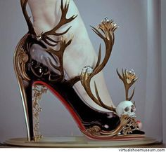 Scary gorgeous skull shoes Black magic by Natalie Shau Crazy Shoes, Me Too Shoes, Weird Shoes, Dream Shoes, Funny Shoes, Unique Shoes, Shoe Art, Black Magic, Beautiful Shoes