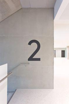 Katrin Schacke – conception et design - Defiles Door Signage, Office Signage, Retail Signage, Wayfinding Signage, Signage Design, Lobby Interior, Interior Walls, Interior Architecture, Hospital Design